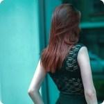 Capelli perfetti e sani come dal parrucchiere: i segreti per taglio, piega e colore naturale