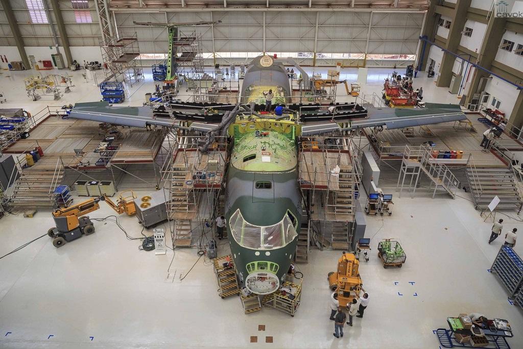 O segundo protótipo do KC-390 visto dentro da unidade da Embraer em Gavião Peixoto. (Foto: Sgt. Batista / Agência Força Aérea)