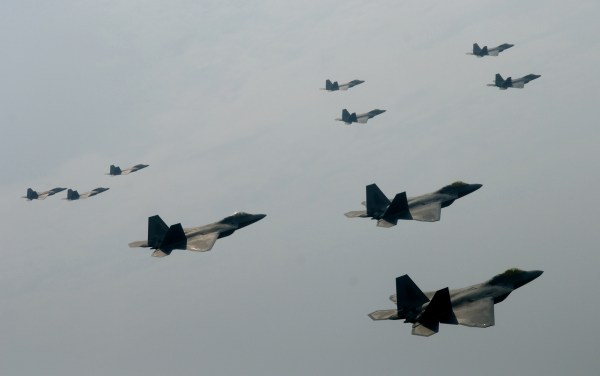 F-22_Raptor_94th_Fighter_Squadron_Formation
