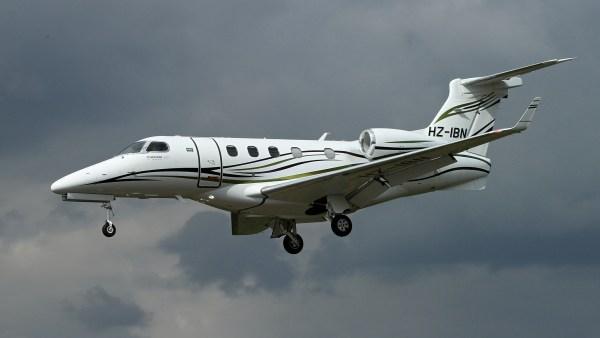[Internacional] Acidente com Phenom 300 deixa 4 mortos no Reino Unido HZ-IBN-Private-Embraer-EMB-500-Phenom_300-Photo-by-Neil-Randell