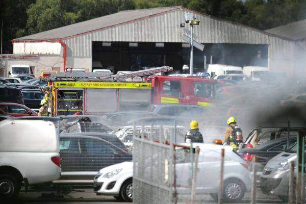 [Internacional] Acidente com Phenom 300 deixa 4 mortos no Reino Unido Hampshire-plane-crash-1