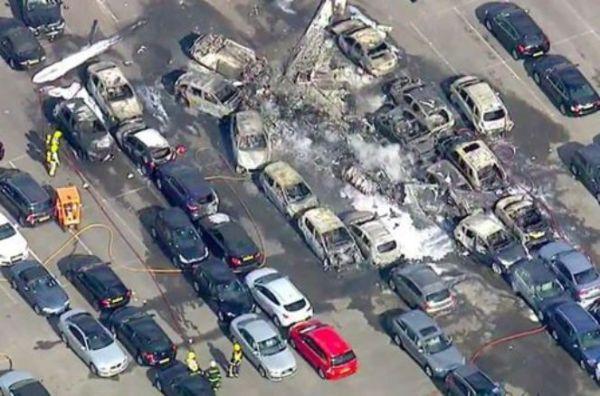 [Internacional] Acidente com Phenom 300 deixa 4 mortos no Reino Unido Hampshire-plane-crash-2