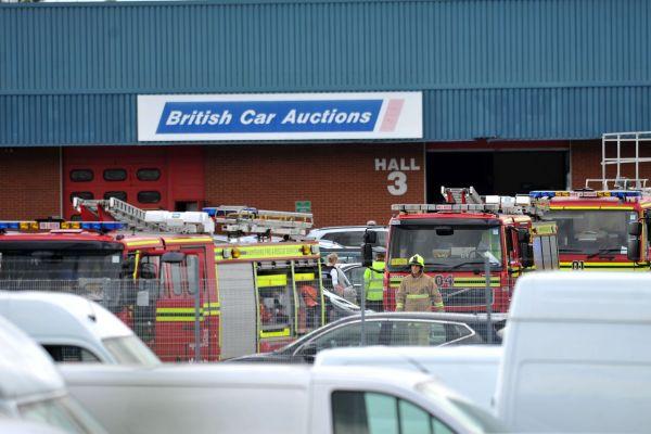 [Internacional] Acidente com Phenom 300 deixa 4 mortos no Reino Unido Hampshire-plane-crash-3
