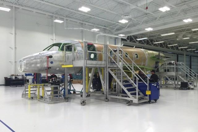 Fuselagem do primeiro Legacy 450 a ser produzido nos EUA