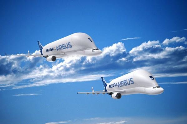 A nova imagem divulgada pela Airbus mostra os dois modelos dos Belugas, o SL e o XT. (Foto: Airbus)