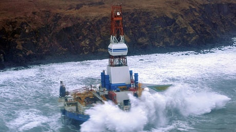 Grounded Alaskan rig shows &#8216;no sign&#8217; of oil leak