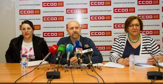 Sonia Garciía (Izda), Manuel PIna (centro) y Mari Cruz Vicente (dcha) durante la presentación del Informe de Negociación Colectiva 2018 en Aragón