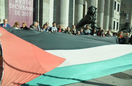 Concentración por palestina en las escalinatas del Congreso de los Diputados