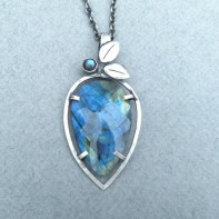 Rosecut Labradorite with cabochon and 2 leaves in Sterling Silver 70mm long