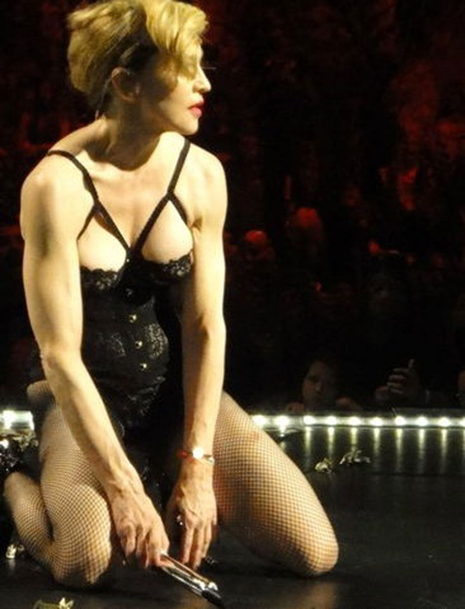 wwe divas naked on stage