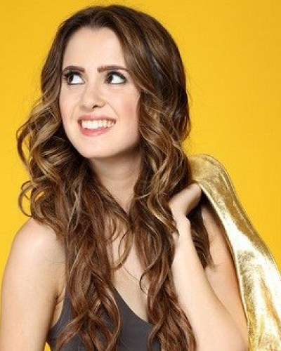 Laura Marano Bio, Wiki, Boyfriend, Dating, Ethnicity, Net Worth, Age, Sister