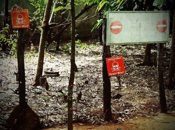 Cambodian landmine museum minefield (575x427)