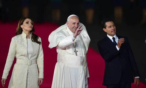 Angélica Rivera Genera Polémica Al Violar Protocolo Vaticano Y Recibir Al Papa Vestida De Blanco