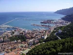 Panorama di Salerno con vista dall'alto dell'Arechi