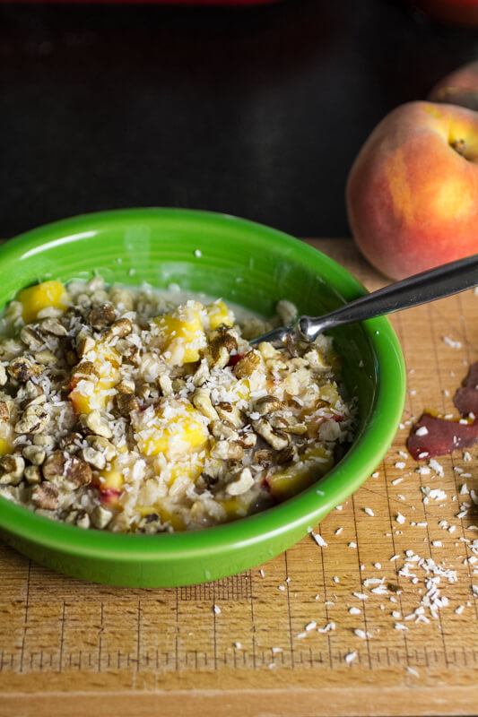 This coconut peach oatmeal is creamy, fresh, delicious, and vegan. It ...