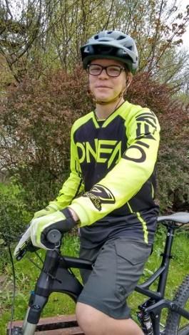 Der 14-jährige Moritz ist als leidenschaftlicher Biker täglich in Graz-Umgebung unterwegs.