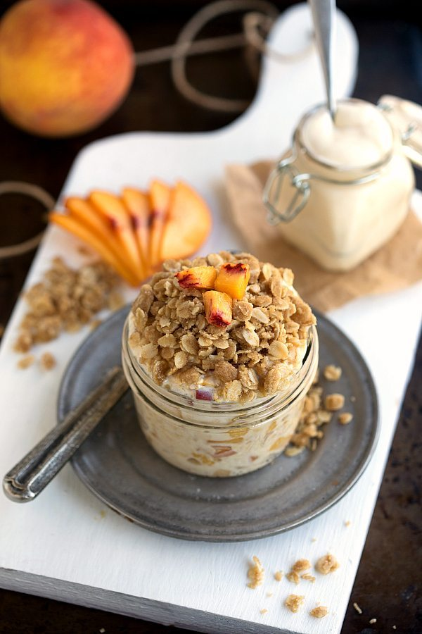 The BEST Peach Streusel Overnight Oats - tastes like peach pie for breakfast!