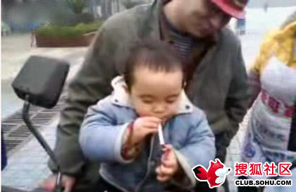 2-year-old-chinese-child-smokes-01