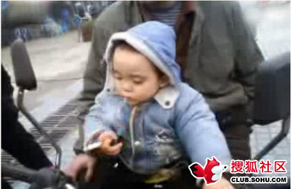 2-year-old-chinese-child-smokes-04
