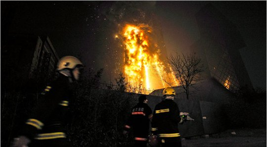 beijing-cctv-building-fire-firefighters