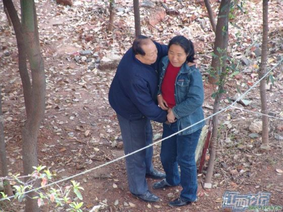 chinese-elderly-in-woods-doing-naughty-things-nanchang-11
