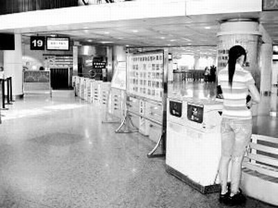 china-airport-counter-19