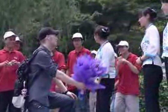 foreigner-marriage-proposal-chinese-girl
