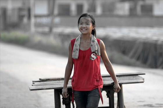 china-poor-rural-girl-01-cart