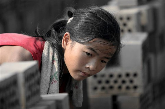 china-poor-rural-girl-11-bricks
