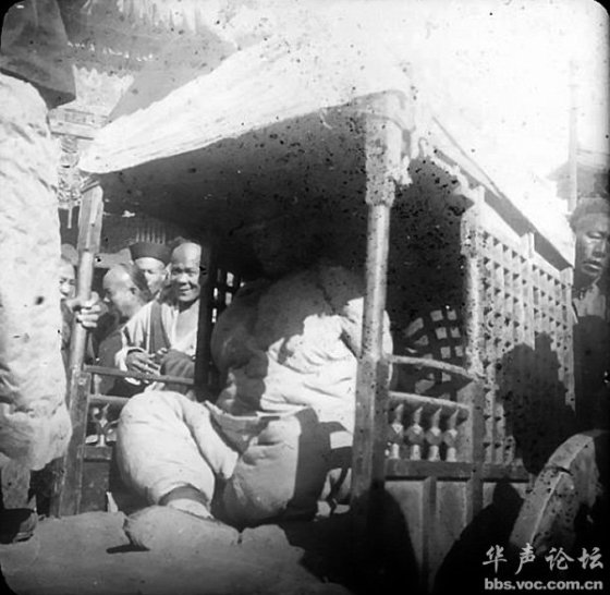 "A woman who is about to be executed by the famous ""death by a thousand cuts"" punishment for heinous crimes in the late Qing Dynasty period of China"