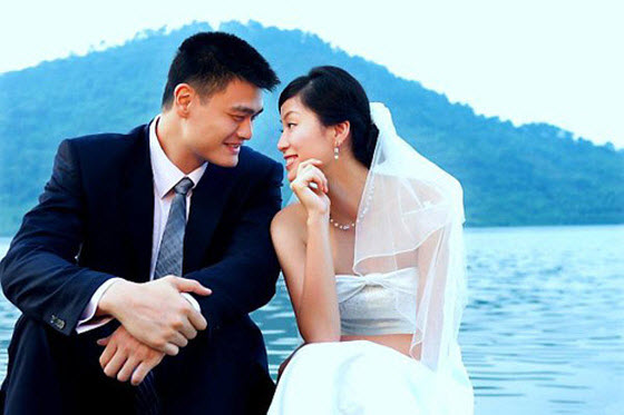 Yao Ming and wife Ye Li wedding photo.