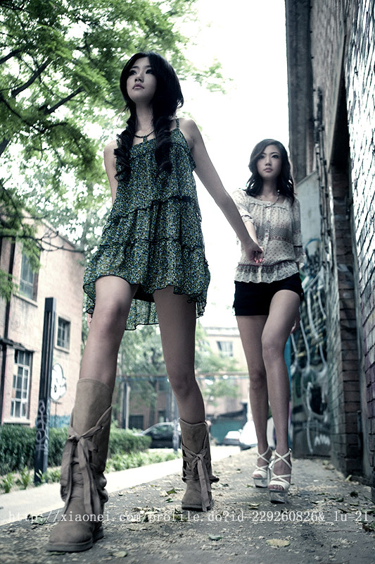 Kong Yansong and Kong Yaozhu, long-legged Chinese beauties.