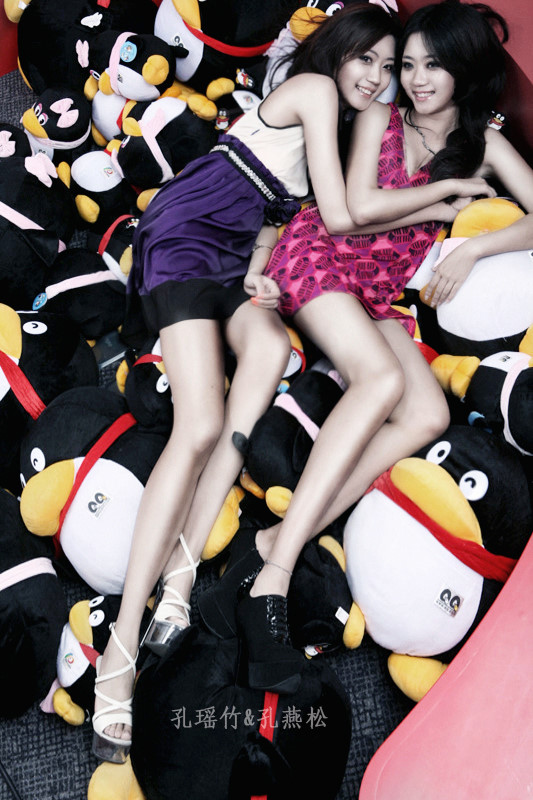 Kong Yansong and Kong Yaozhu, long-legged Chinese beauties, with the QQ penguin mascot.