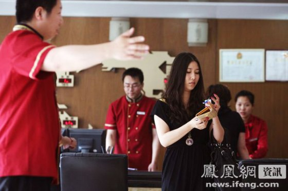 Zhang Yumo filming the hotel lobby she is assigned to review.