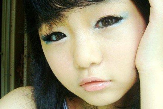 12-year-old Chinese girl goes online to show how she applies her makeup.