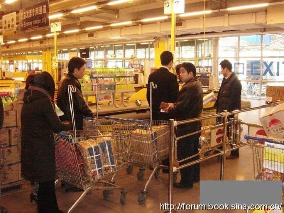 Chinese shoppers with boxes of salt in their shopping carts.