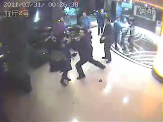 A group of Chinese men violently hit and kick a woman in a lobby in Yibin county of Sichuan province.