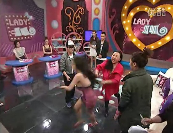 "Gan Lulu's mother shoves Gan Lulu on the ""Lady Gua Gua"" Chinese television talk show."