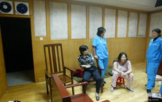Sentenced to be executed in the morning, condemned drug trafficker He Xiuling spends her final ours with prison guards and fellow inmates.