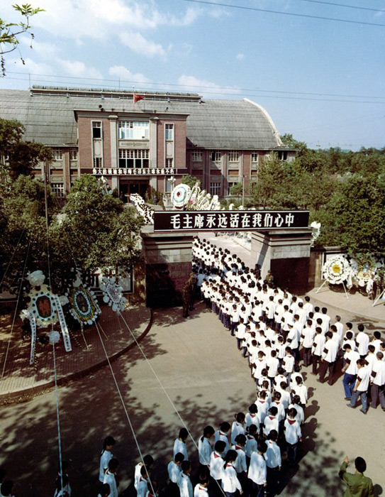 Chinese students and teachers mourning the death of Mao Zedong.