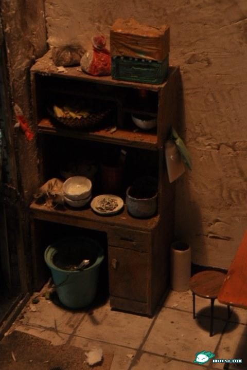 The interior of a small-scale dirty Lanzhou noodle shop.