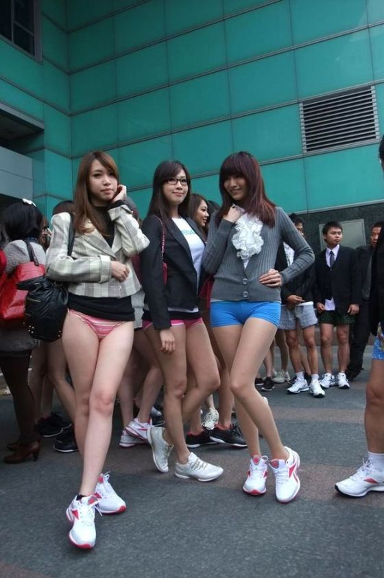 """Taiwanese girls flaunt their assets in a mock """"No Pants Subway Ride"""" meant to raise awareness about carbon emissions and energy conservation in Taipei"""