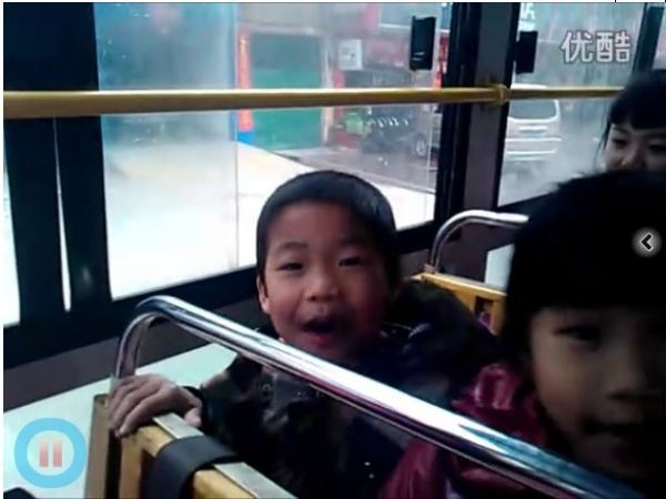 A video of a busload of schoolkids singing a popular internet song has gone viral, with netizens questioning if the material is appropriate for the kid's age.