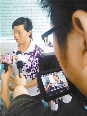 Reporters interviewing Miss Zou.
