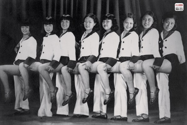 """1930, Zhou Xuan (third from left), the star singer known as the """"Golden Voice"""". She initially performed in the Bright Moonlight Singing and Dancing Troupe and later became a famous movie star, playing the leading role in 43 films. (Photo source: Shanghai: 1842-2010, Portrait of a Great City Post Wave Publishing)"""