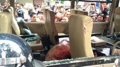 wenzhou-cangnan-county-mass-incident-crowd-beats-chengguan-after-beating-13