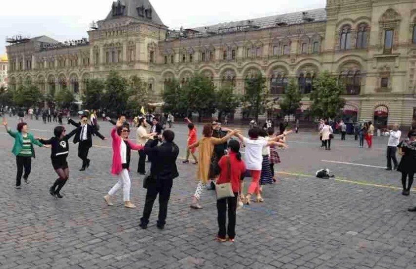 [Изображение: chinese-aunties-plaza-dancing-moscow-red...=600%2C388]