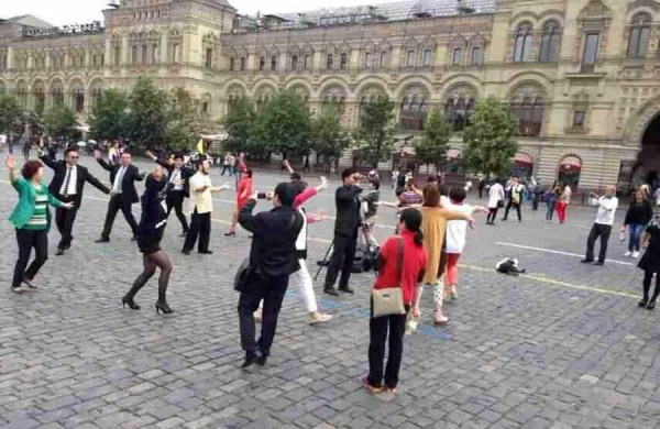 chinese-aunties-plaza-dancing-moscow-red-square-russia-02