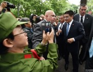 chinese-billionaire-chen-guangbiao-new-york-charity-lunch-02