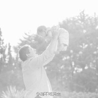 fathers-day-04-dad-holding-up-baby-in-air